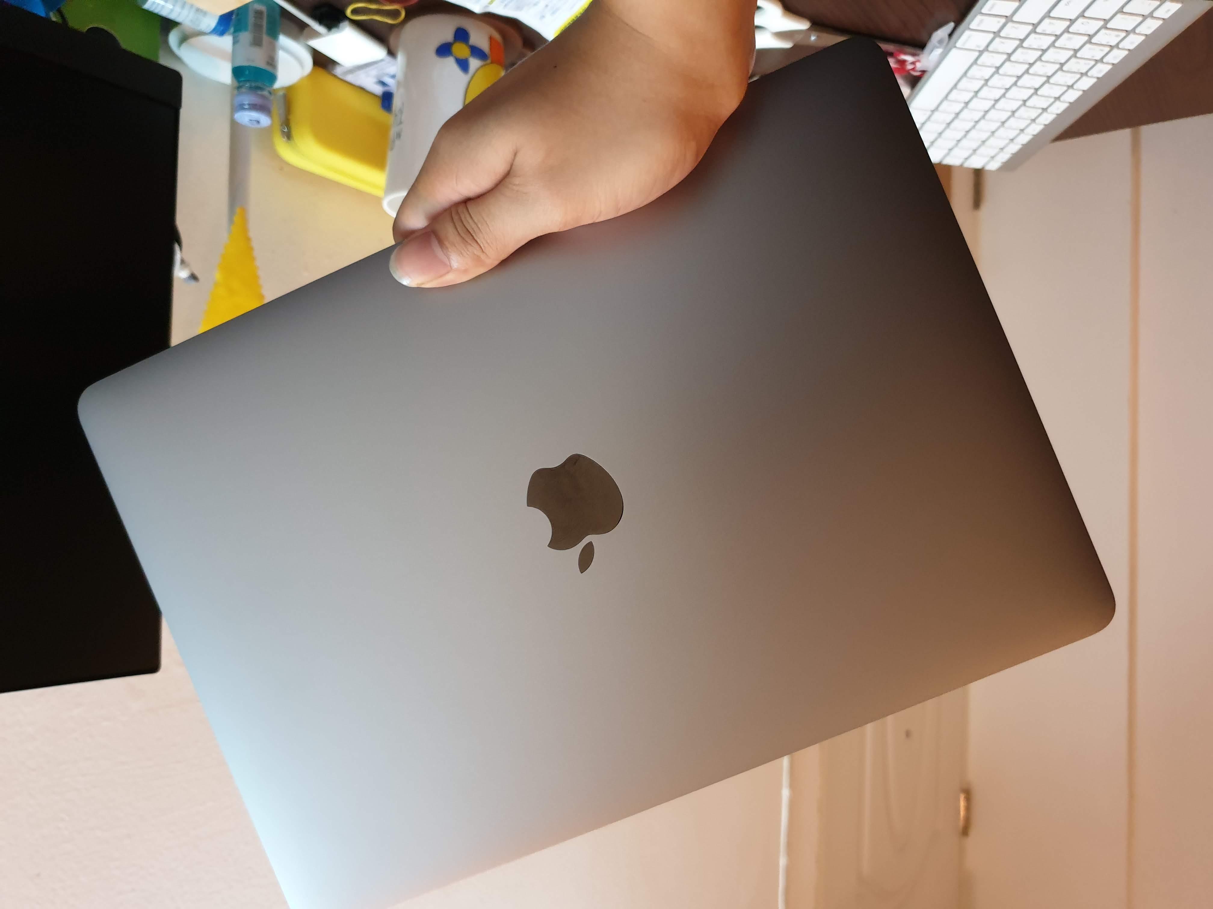 MacBook Pro 13-inch 2018 Front