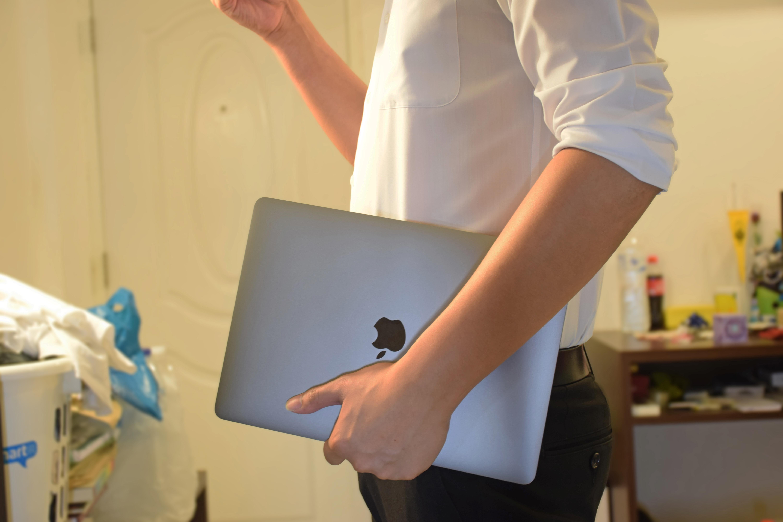 MacBook Pro 13-inch 2018 Hand Held