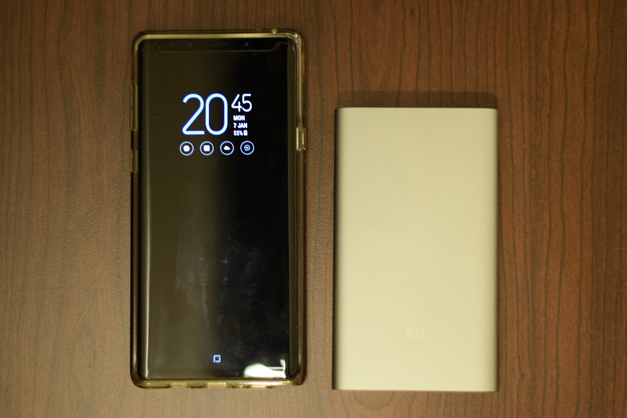 Galaxy Note 9 size compare to Xiaomi Power Bank Pro